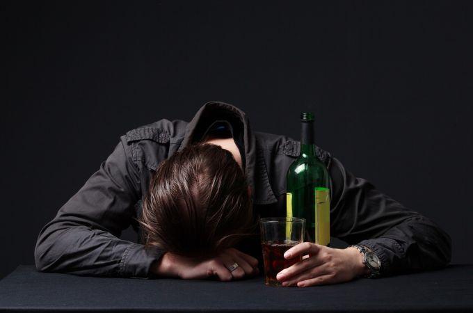 Quem é alcoólatra pode pegar o coronavírus?
