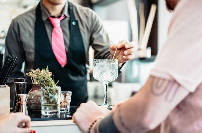 Bebo muito gin preciso de tratamento contra o alcoolismo?